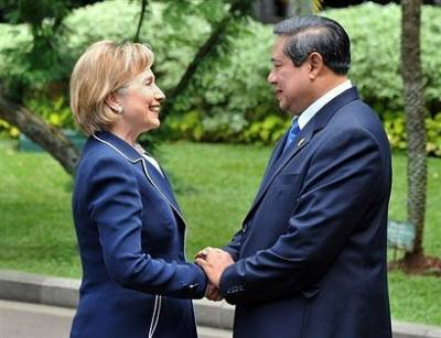 Hillary Clinton meets with Indonesian President Susilo Bambang Yudhoyono