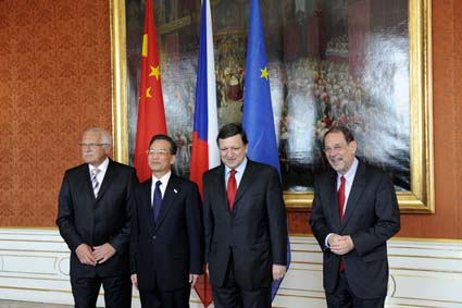 Czech President Václav Klaus, Chinese Premier Wen Jiabao, European Commission President José Manuel Durão Barroso, and EU High Representative for the Common Foreign and Security Policy Javier Solana at the EU-China Summit in the Czech Republic in May this year. (Photo eu2009.cz)