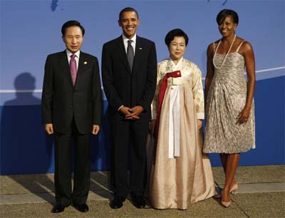 South Korean President Lee Myung-bak (L), his wife Kim Yoon-ok (2nd R), U.S. President Barack Obama and first lady Michelle Obama at the Pittsburgh G20 Summit (photo: Reuters)