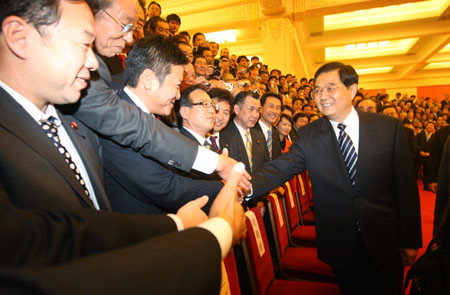 Chinese President Hu Jintao (R) shakes hands with members of a delegation led by Ichiro Ozawa, secretary general of the Democratic Party of Japan (DPJ), in Beijing, on Dec. 10, 2009. (Photo: Xinhua)