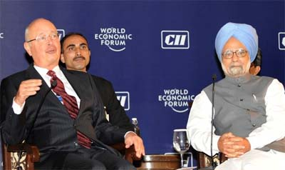 Indian PM Manmohan Singh (R) & World Economic Forum Executive Chairman Klaus Schwab (L) at the World Economic Forum's 25th India Economic Summit-2009 in New Delhi on November 8, 2009. (photo: Getty Images)