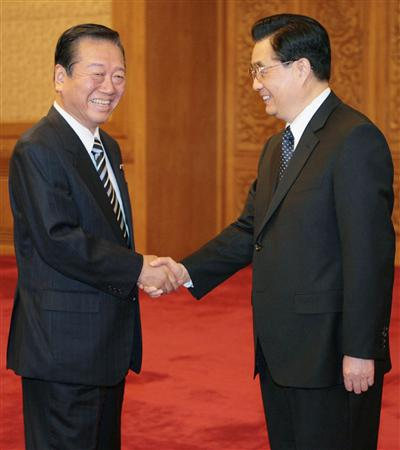 Ozawa meets with Hu Jintao. Ozawa recently took 143 Diet members to Beijing in a sign of relations improving and the DPJ's policy towards China (Photo: Kyodo)