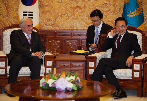 International Monetary Fund Managing Director Dominique Strauss-Kahn (L) meets with Korea's President Lee Myung-bak (L) at the presidential office July 14, 2010 in Seoul, Korea. (Photo: IMF Photograph/Stephen Jaffe)