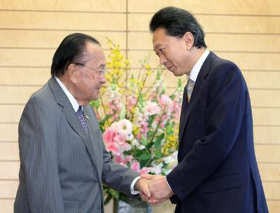 U.S. Senator Daniel Inouye in discussion with former Japanese Prime Minister Yukio Hatoyama, January 2010