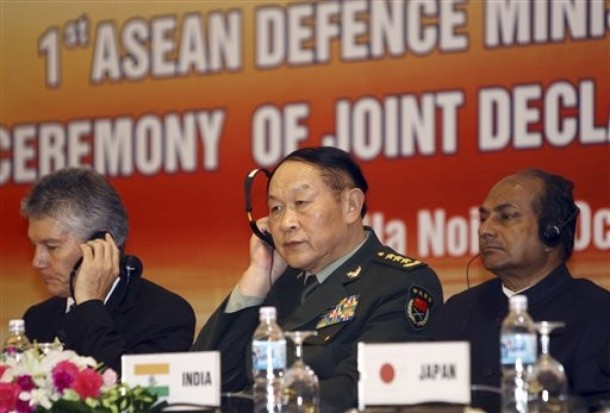 Australian Defense Minister Stephen Smith, left, Chinese Defense Minister Liang Guanglie, center, Indian Defense Minister Shri AK Antony attend the closing remarks of the first ASEAN Defense Ministers' Meeting Plus (ADMM Plus) in Hanoi, Vietnam on October 12, 2010 (Photo: AP)