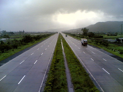 Mumbai Highway to Pune. (Photo: Flickr user 'Viraj Paripatyadar')