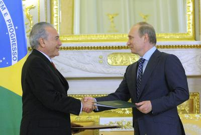 Brazilian Vice President Michel Temer (L) shaking hands with Russian Prime Minister Vladimir Putin during a signing ceremomy in Moscow, Russia, on 17 May 2011. Temer visited Putin to discuss the bilateral cooperation between Russia and Brazil in the UN and the BRICS. (Photo: AAP)