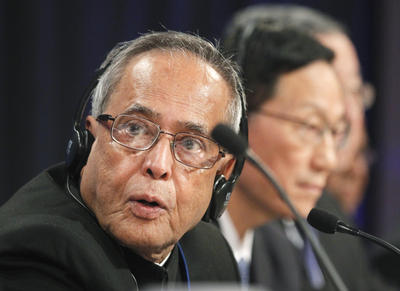 India's Finance Minister Pranab Mukherjee and Chinese Finance Minister Xie Xuren, attend the BRIC finance ministers news conference on 22 September 2011, during the IMF/ World Bank annual meetings in Washington. (Photo: AAP)