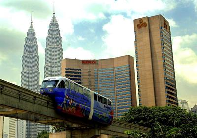 A train moves past the Petronas Towers in Kuala Lumpur, Malaysia. The prime ministers of Singapore and Malaysia have announced a new high-speed rail link between the Singapore and Kuala Lumpur (Photo: AAP).