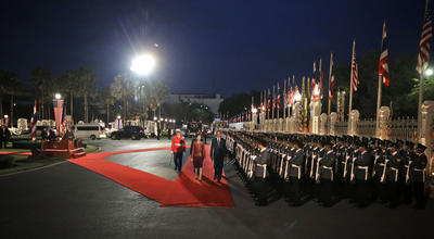 US President Barack Obama is welcomed to Thailand by Prime Minister Yingluck Shinawatra in November 2012 (Photo: AAP).