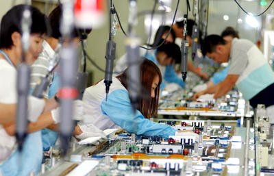 Employees at a factory of LG Electronics in Gumi, South Korea, are busy working to meet the continuing demand for new products, undeterred by the summer holiday season. (Photo: AAP)