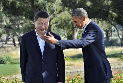 President Barack Obama and Chinese President Xi Jinping head for their bilateral meeting at the Annenberg Retreat at Sunnylands in Rancho Mirage, California, on 7 June 2013 (Photo: AAP).