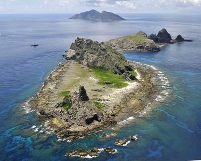 The survey ship Koyo Maru, left, chartered by Tokyo city officials, sails around Minamikojima, foreground, Kitakojima, middle right, and Uotsuri, background, the tiny islands in the East China Sea, called Senkaku in Japanese and Diaoyu in Chinese on 2 September 2012. (Photo: AAP)