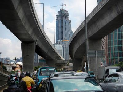 Motorists pack the roads of Jakarta road during the morning rush hour on 29 May 2013. (Photo: AAP)