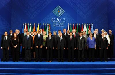 Heads of the G20 leading economies posing for a family photo at the convention center in Los Cabos, Mexico on 18 June 2012. (Photo. AAP)