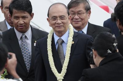 Myanmar President Thein Sein arrives for the 21st ASEAN Summit in Phnom Penh (Photo: AAP).