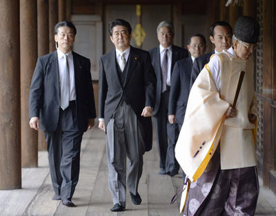 Japanese Prime Minister Shinzo Abe (2nd from L) is seen after paying homage at Yasukuni Shrine in Tokyo on Dec. 26, 2013. (Photo: AAP)