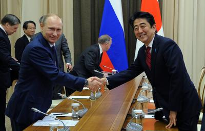 Russian President Vladimir Putin and Japanese Prime Minister Shinzo Abe shake hands at their meeting in the Bocharov Ruchei residence in Sochi, Russia, Saturday, 8 February 2014. (Photo: AAP)
