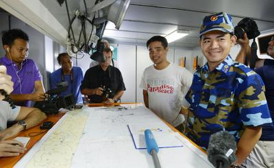 Lieutenant-Colonel Ngo Minh Tung, captain of a Vietnamese Coast Guard vessel, speaks to reporters aboard the ship on 16 July 2014. On 15 July, the Haiyang Shiyou 981 oil rig was removed from the Vietnamese claimed EEZ in the South China Sea. (Photo: AAP).