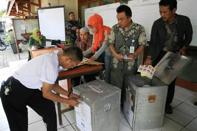 Indonesia's presidential elections: Jokowi in, Prabowo out
