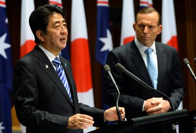Abe strikes a delicate balance in Australia