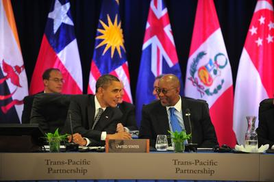 US President Barack Obama speaks to US Trade Representative Ron Kirk during a meeting with TPP leaders at the APEC summit in Honolulu, Hawaii, 12 November 2011. Those talks failed to finalise negotiations on the partnership before a previous deadline of 2012. (Photo: AAP)