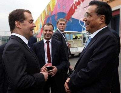 Russian Prime Minister Dmitry Medvedev speaks with Chinese Prime Minister Li Keqiang after visiting an exhibition of innovative technologies at the Open Innovations Forum in Moscow, Russia, 14 October 2014. (Photo: AAP).