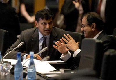 India's Reserve Bank Governor Raghuram Rajan, left, speaks with India's Finance Minister Palaniappam Chidanbarum during the opening session of the G20 Finance Ministers and Central Bank Governors meeting in Sydney, Australia, Saturday, Feb. 22, 2014. (Photo: AAP)