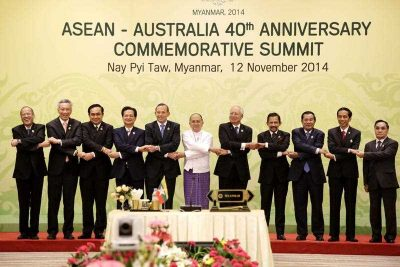 Australia's Prime Minister Tony Abbott holds hands ASEAN leaders during the ASEAN–Australia 40th Anniversary Commemorative Summit in Naypyitaw, Myanmar, 12 November 2014. (Photo: AAP).