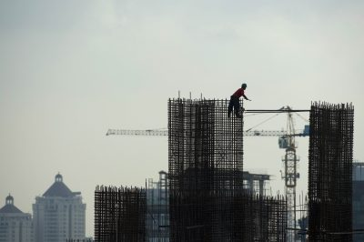 A construction worker builds iron reinforcement column at a high rise office building construction site in Indonesia's capital Jakarta on April 22, 2013. Asia-Pacific growth will edge up this year on the back of a recovery in the US and emerging nations, a United Nations study said April 18, 2013, but it urged governments to take bolder steps to lift millions out of poverty. (Photo: AFP)