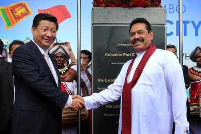 Chinese President Xi Jinping and Sri Lankan President Mahinda Rajapaksa shake hands after unveiling a plaque during the inauguration of the proposed Harbour City construction in Colombo, Sri Lanka, 17 September 2014. (Photo: AAP)