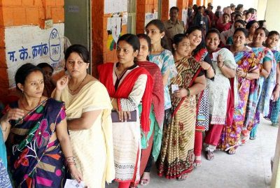 Indian women voters wait patiently in a long queue at a polling station during the fifth phase of the Indian General elections in Bhopal, India on 17 April 2014. (Photo: AAP)