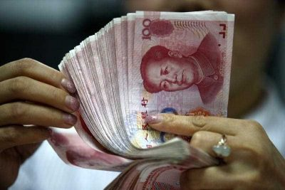 A Chinese clerk counts RMB (renminbi) yuan banknotes at a bank in Huaibei city, east China's Anhui province, 11 August 2015. China's sudden decision last month to devalue its currency riled neighbors and fueled investors' fears about a sharp slowdown in the world's No. 2 economy. (Photo: AAP)
