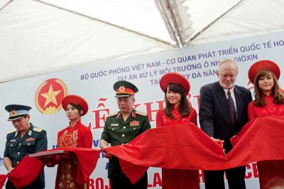 U.S. Ambassador to Vietnam David Shear, second right, and Vietnam's Deputy Defense Minister Nguyen Chi Vinh, third left, cut ribbon during a ceremony marking the start of a project to clean up dioxin left over from the Vietnam War, at a former U.S. military base in Danang, Vietnam Thursday Aug. 9, 2012. (Photo: AAP)