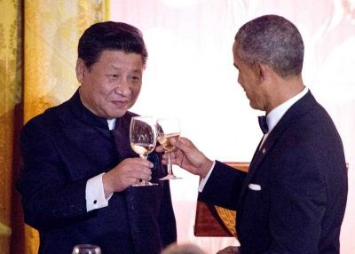 US President Barack Obama and Chinese President Xi Jinping exchange toasts during a state dinner at the White House, 25 September 2015, during Xi's weeklong official visit. (Photo: AAP).