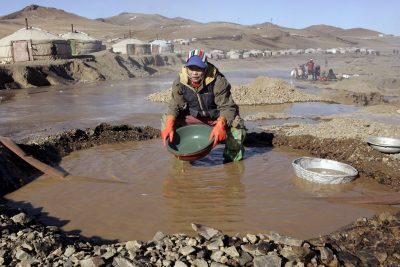 Illegal gold miners, or 'Ninjas' in Mongolian, wash silt while searching for gold in Ult, 520 kilometres southwest of Mongolia's capital Ulan Bator, 3 February 2006. With under 3 million people, Mongolia has roughly 140,000 Ninjas illegally extracting gold on the fringes of active and exhausted state gold mines. (Photo: AAP)