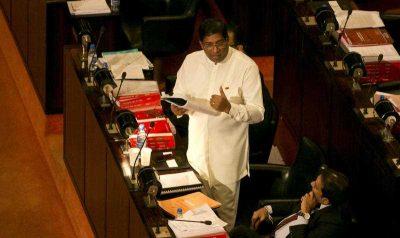 Sri Lankan Finance Minister Ravi Karunanayaka delivers the budget proposal at the parliamentary complex in Colombo, Sri Lanka, Friday, November 20, 2015. (Photo: APP).
