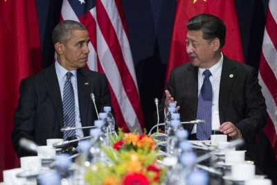 Chinese President Xi Jinping meets with US President Barack Obama on the sidelines of the UN Climate Change Conference in Paris, 30 November 2015 (Photo: AAP)