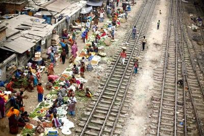 n overview of a floating vegetable market for the poor people besides the rail tracks close to the station during the country wide strike at Mohakhali in Dhaka, Bangladesh, 1 January 2015 (Photo: AAP)