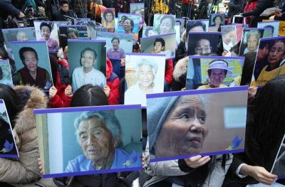 South Korean demonstrators hold up pictures of deceased former 'comfort women' during a rally near the Japanese Embassy in Seoul, South Korea, 30 December 2015. (Photo: AAP).
