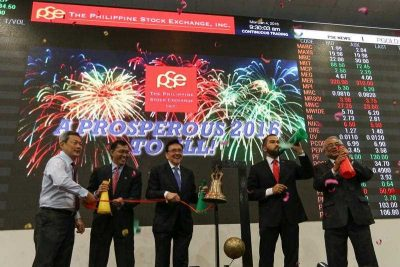 Philippine Stock Exchange chairman Jose Pardo with other Philippine Stock Exchange officials lead the bell ringing during the first trading day of the year 2016 at the Philippine Stock Exchange in the financial district of Makati, south of Manila, Philippines, 4 January 2016. (Photo: AAP).