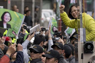 Tsai Ing-wen, presidential candidate of Taiwan's Democratic Progressive Party, is stumping for her campaign in Taipei, Taiwan, 13 January 2016. (Photo: AAP).