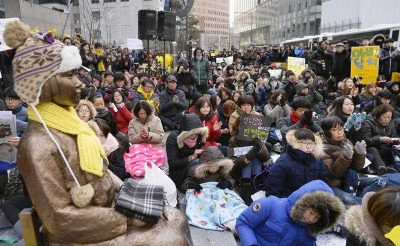 Protesters gather in front of the Japanese Embassy in Seoul on 13 January 2016 to oppose the Japan-South Korea agreement over the issue of 'comfort women'. (Photo: AAP).