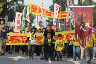 Thousands fill Ketagalan Boulevard in Taipei, Taiwan on March 14, 2015 as they rally against nuclear power in their country. (Photo: AAP).