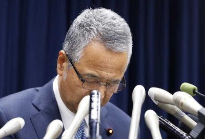 Former Japanese economic minister Akira Amari during a nationally televised news conference in Tokyo, 28 January 2016. (Photo: AAP).