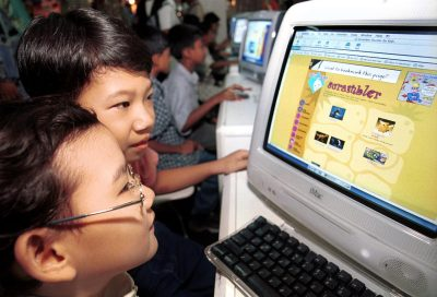 Malaysian children surf the Internet. (Photo: AAP)