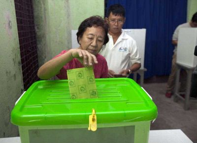 A woman from Yangon casts her ballot in Myanmar's historic elections on 8 November, 2015. (Photo: AAP)