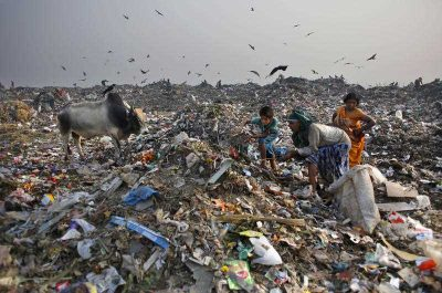 Waste pickers look for recyclable items at a landfill on the outskirts of New Delhi in October 2014. (Photo: AAP)