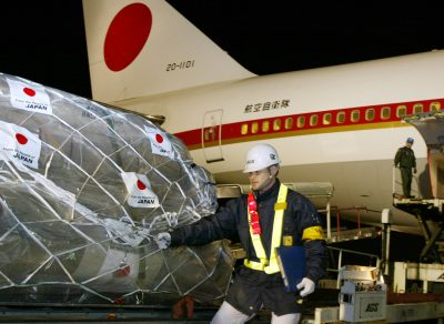 Airport workers prepare to load a shipment of relief supplies into a Japanese government plane at Narita Airport, Japan, 30 March 2003. (Photo: Reuters).