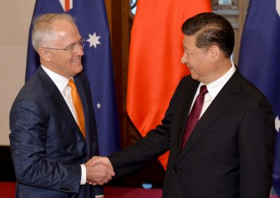 Australian Prime Minister Malcolm Turnbull and Chinese President Xi Jinping shake hands. (Photo: Reuters)